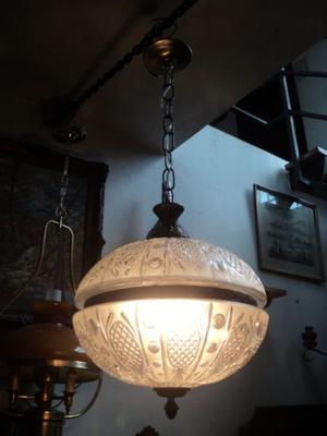 Antigua lámpara colgante bronce y vidrio. Antigua Saudade