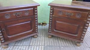 Antiguas mesas de luz de cedro estilo colonial