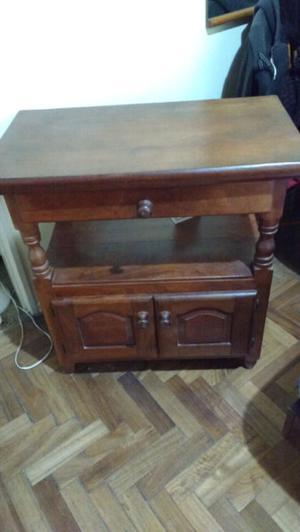 Mesa para TV de algarrobo como nueva