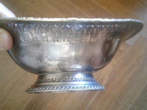 Pieza inglesa centro de mesa despojador metal blanco