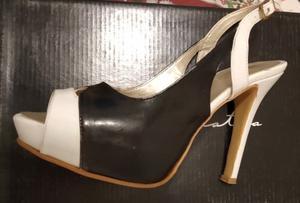 Sandalia blanca y negra N 38