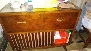 Mueble de madera y mueble bajo mesada