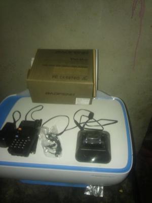 Radio portatil uhf/vhf con accesorios nueva, con factura de