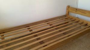 Cama de madera 1 plaza + mesa de luz