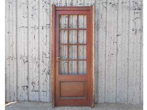 Dos antiguas puertas de madera en cedro a vidrios repartidos