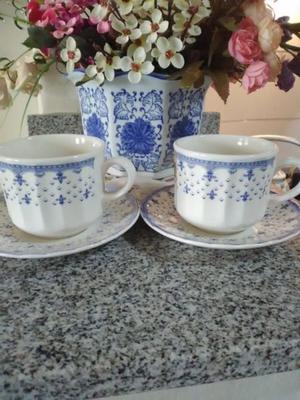 Dos pocillos con plato café con leche CORONA