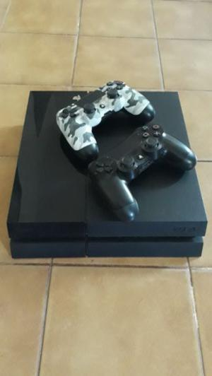 Vendo PlayStation4 con 2 Joysticks