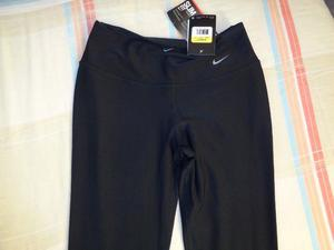 Vendo calza Nike de mujer, color negro, talle S, sin