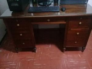 Vendo escritorio de cedro MACIZO!