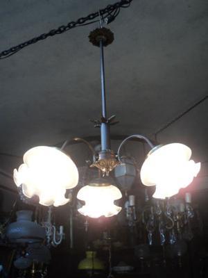 Exquisita araña bronce tres luces. Antigua Saudade