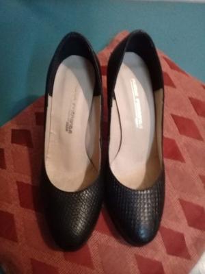 Zapatos negros de cuero 100%