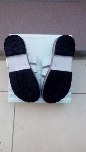 vendo sandalias blanca numero 40 usada una sola postura