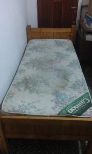 2 camas de 1 plaza de madera barnizada $700 c/u sin colchon