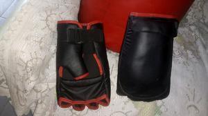 Bolsa de boxeo y guantes