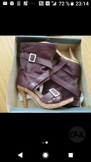Sandalias de cuero nuevas sin uso