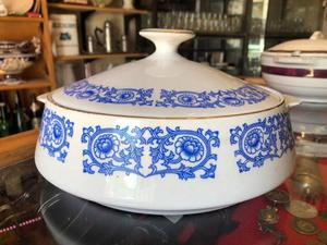 Sopera De Porcelana Con Motivo Floreado Azulado
