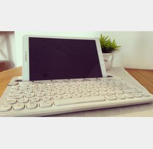 Tablet Samsung TabE y Teclado Logitech -opción venta por