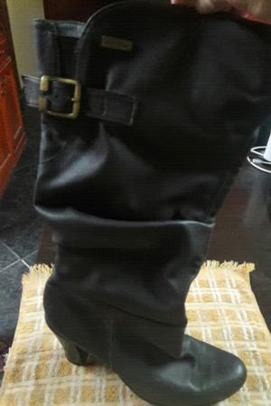 Vendo botas y zapatos