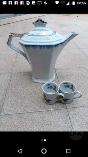 Vendo cafetera tetera con dos tazas y platos