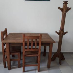 juego de mesa y sillas con perchero, madera
