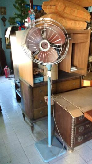 Antiguo ventilador de pie marca yelmo funcionando