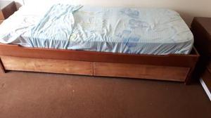 Cama marinera enchapada en cedro con 2 cajones