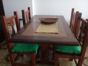 Juego de comedor: mesa y cuatro sillas