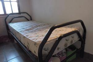 Vendo cama de una plaza de hierro y madera + colchón