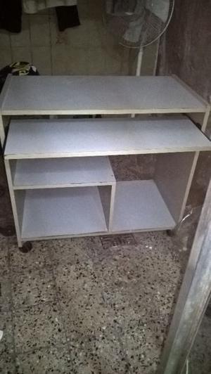 LIQUIDO escritorio para pc color gris con rueditas $650
