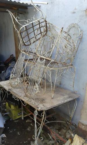 Vendo mesa y sillas de jardin de hierro