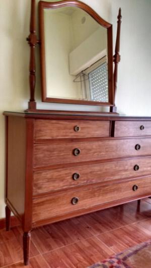 Antigua cómoda estilo inglés en madera de roble con vidrio