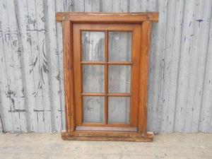Antigua ventana de madera en cedro con marco (76x116cm)