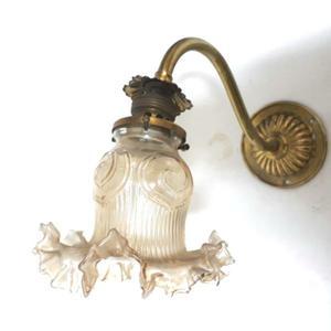 Antiguo Aplique De Bronce De Una Luz Con Tulipa Original