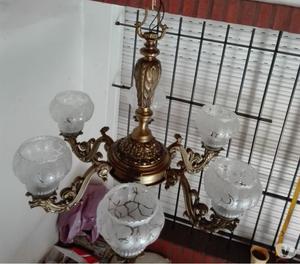 Araña antigua de bronce fundido.