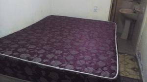 Cama turca con colchón 2 mesa de luz y placarcito