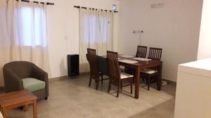 Mesa de comedor con 4 sillas muy cómoda