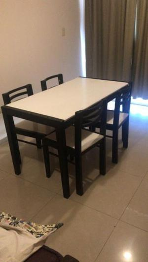 Vendo Mesa + 4 sillas