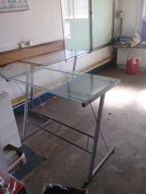 vendo escritorio en L de vidrio $600