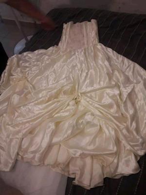 Vendo vestido de novia o quinceañera