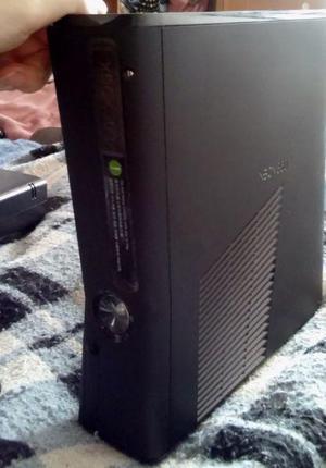 XBOX 360 SLIM 4GB ORIGINAL USADA EN MUY BUEN ESTADO