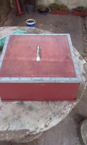 caja de madera en buen estado