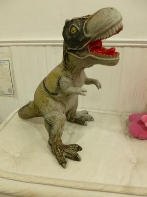 Dinosaurio gigante, 70 cm de la cabeza hasta la cola de goma
