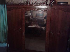 Ropero Antiguo, Puerta Espejo, Tallado De Madera