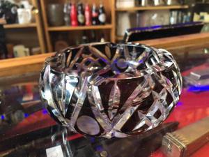 Antiguo Cenicero De Cristal Encamisado Y Tallado