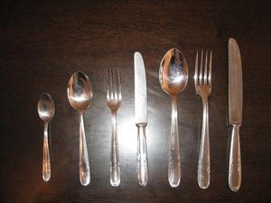 Juego de Cubiertos de acero inoxidable de 84 piezas sin uso.