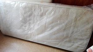 colchon de 1 plaza con almohada