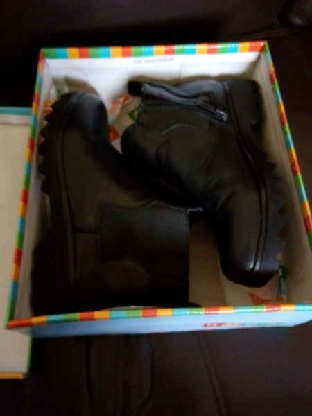 Botas de cuero negro, para niñas