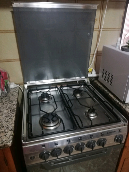 Cocina ariston impecable