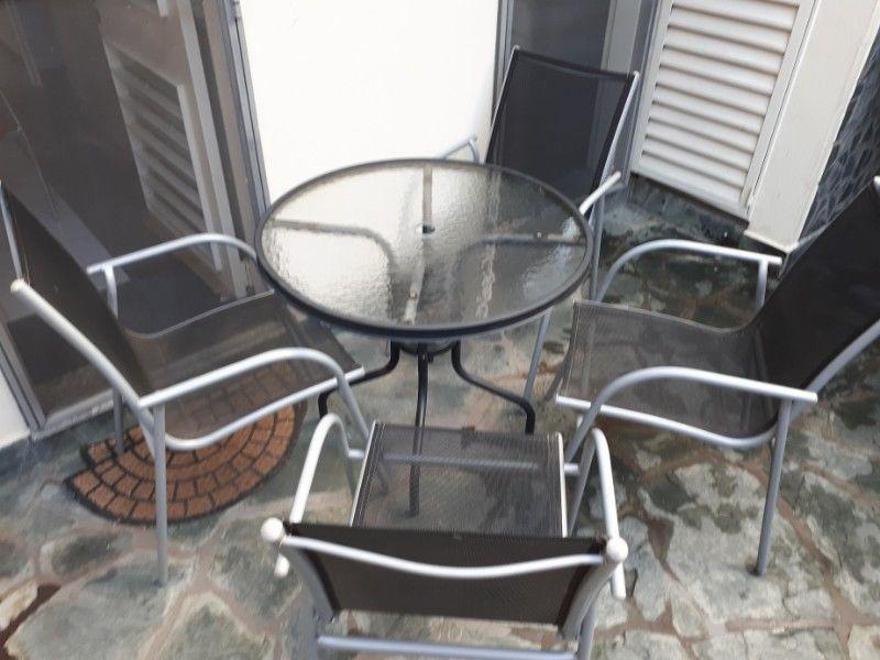 Mesa redonda y 4 sillas para patio o jardín