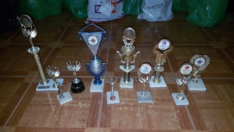 Trofeos De Ajedrez. En Buen Estado Y Para Restaurar Otros
